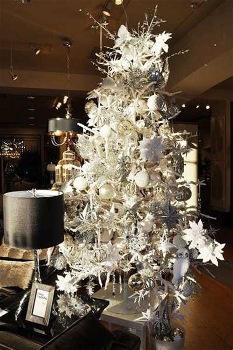 glamorous christmas decor ideas blending black with silver