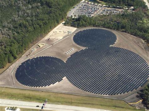 disney postavil solarni farmu ve tvaru hlavy mysaka