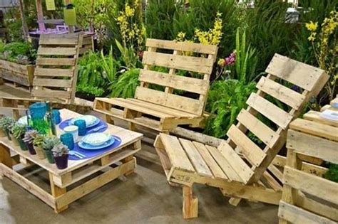 canape d exterieur les palettes en tant que mobilier de jardin créatif