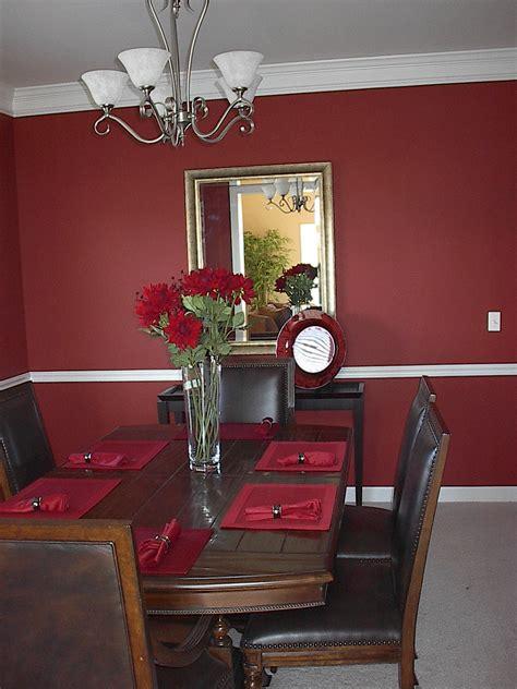 Dark Brown Wooden Dining Set Under White Chandeliers Lamp