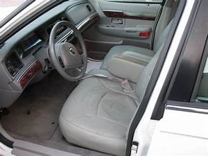 2004 Mercury Monterey Interior