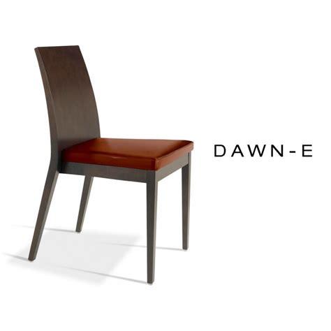 chaise en bois de h 234 tre assise garnie de mousse habillage cuir synth 233 tique