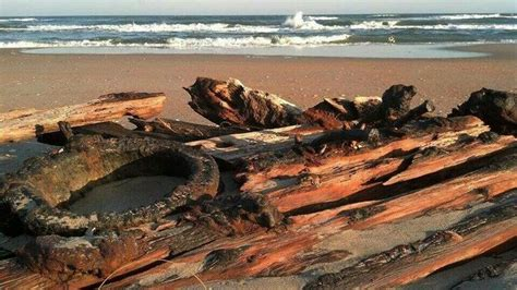 Shipwreck on the beach in Hatteras. Cape Hatteras Noth ...