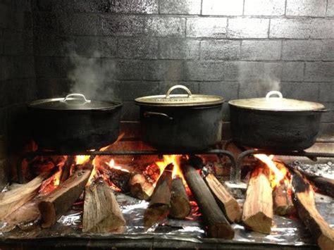 cuisine feu de bois cuisine créole au feu de bois picture of la bonne