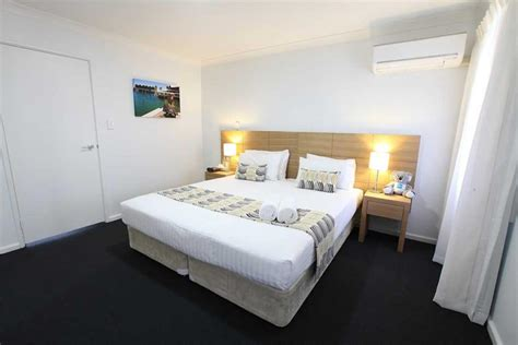 marina view  bed apartment accommodation fremantle
