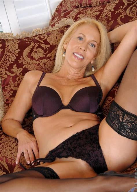 Pin On Favourite Milfs Gilfs And Glamour Models