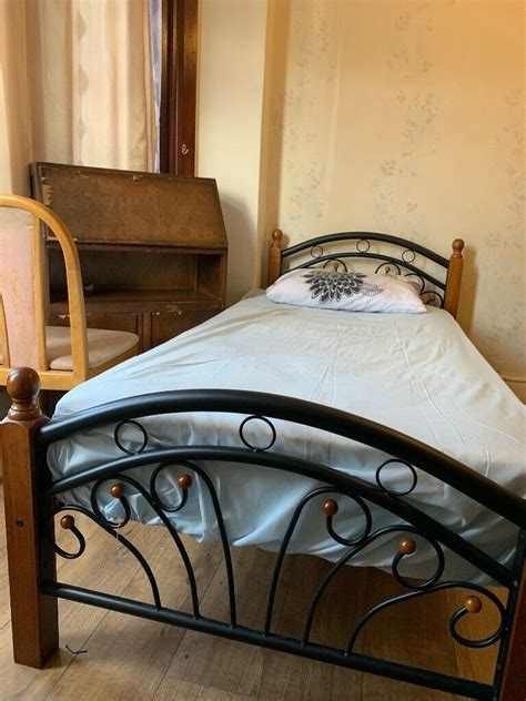 2 single bed for in a big bed room only for