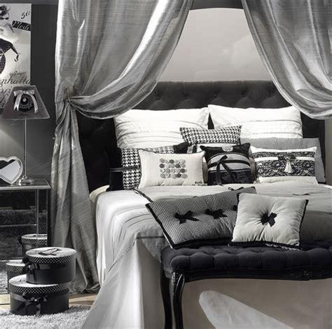chambre gris noir et blanc installation climatisation gainable pied de table pliable