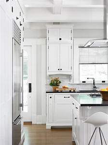 White shaker cabinets with oil rubbed bronze pulls for Kitchen colors with white cabinets with bronze fish wall art