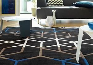 Tapis bleu moderne a motifs geometriques casino arte espina for Tapis geometrique bleu