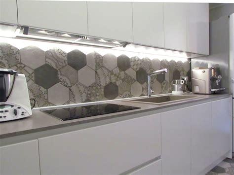 piastrelle per cucine piastrelle cucina bianche amazing paraschizzi in cucina
