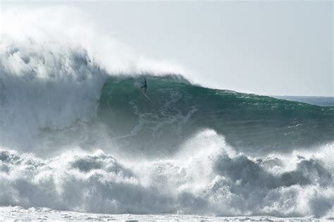nazare surf wave seriously surfing defying mere 12m norte praia though death getty portugal