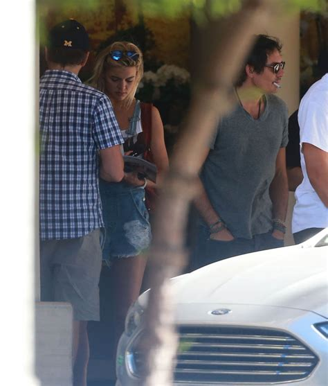 Leonardo Dicaprio And Kelly Rohrbach Out With His Family