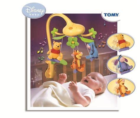 chambre bébé winnie l ourson tomy mobile musical balancelle winnie doudouplanet