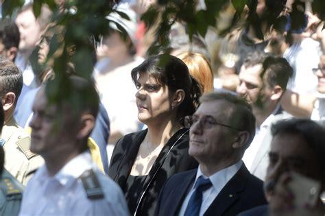Clipul zilei: Gafe la parada de Ziua Frantei de la Paris - doi motociclisti s-au ciocnit, un avion a stricat steagul