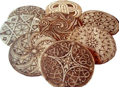 como pintar bonitos mandalas en madera mandalas