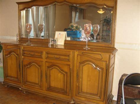 peinture pour meubles de cuisine en bois verni quel procedure a suivre pour peindre un meuble
