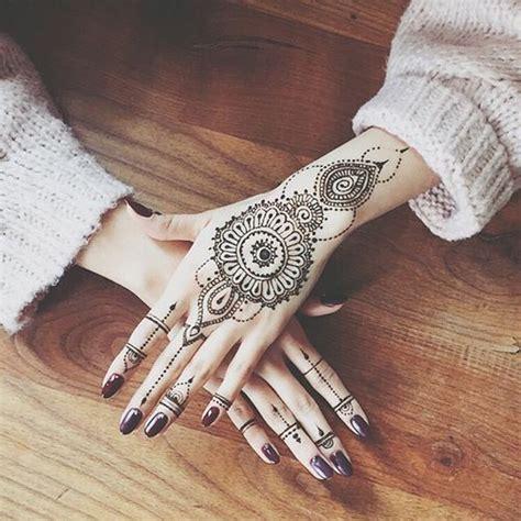 tatouage mandala bracelet femme