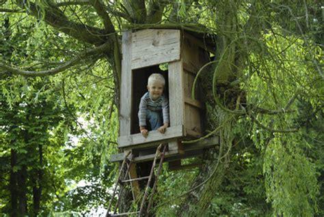 comment faire une cabane dans sa chambre construire une cabane en bois dans les arbres de