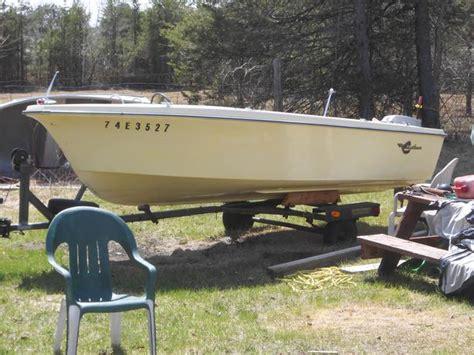 Crestliner Boat Trailer Lights by 14 Foot Crestliner Fiberglass Boat And Trailer For Sale