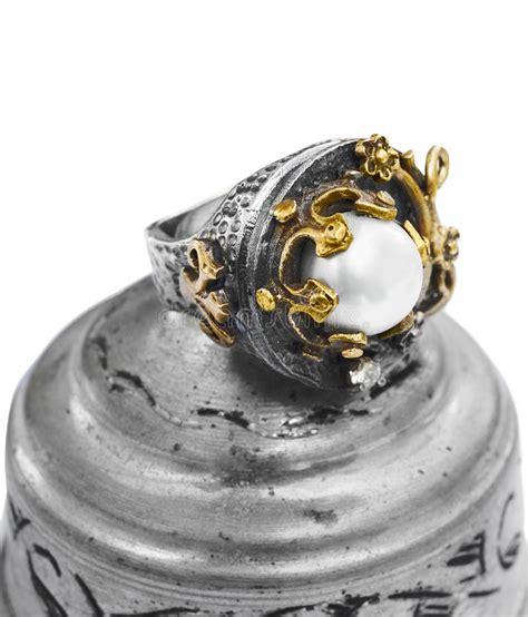 turco ottomano anello turco dell ottomano con lo smeraldo fotografia