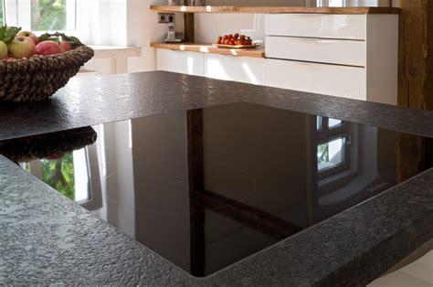 Weißer Granit Arbeitsplatte by K 252 Che Mit Edler Glasfront Und Granit Arbeitsplatte Ihr