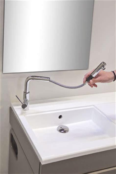 siege de baignoire pour personne ag馥 un meuble de salle de bains pour les personnes âgées