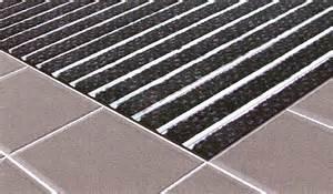 tapis d entree de magasins professionnels carrelage design le comptoir de c 233 ram
