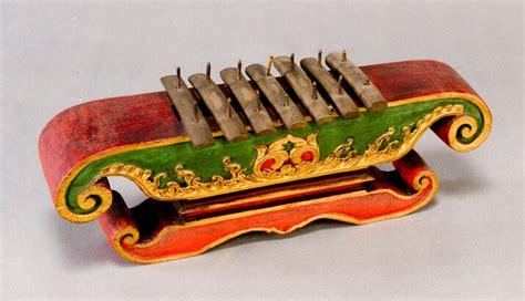 20+ contoh alat musik petik tradisional dan modern beserta gambarnya. Contoh Teks Prosedur Cara Memainkan Alat Musik Tradisional ...