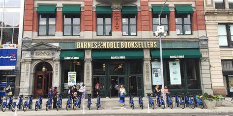 barnes noble new york ny barnes noble bookstore new york guide mitzie mee