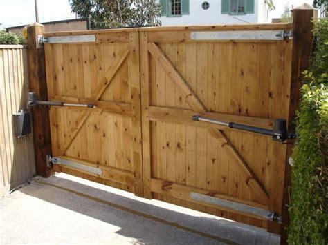 25+ Best Ideas About Wooden Driveway Gates On Pinterest