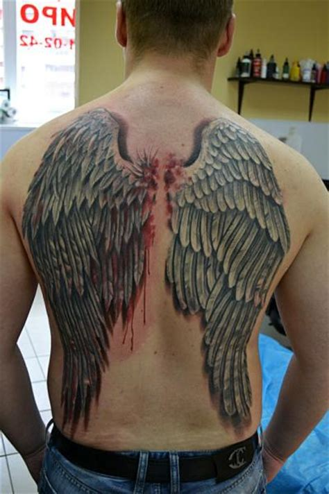 ruecken fluegel  blut tattoo von baraka tattoo