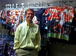 Ex-Cardinals official finds niche in apparel : Business