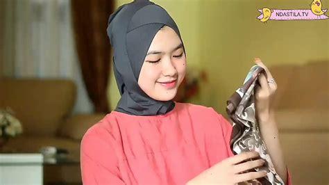 tutorial jilbab lebaran jilbab segiempat silk satin