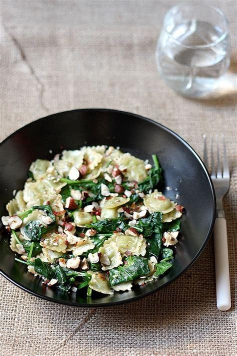 cuisiner les ravioles ravioles sautées aux épinards noisettes grillées
