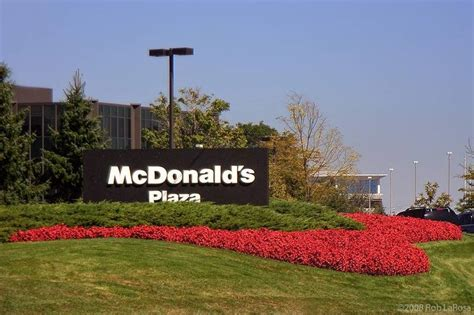 siege social macdonald report mcdonald 39 s contemplating move out of oak brook again