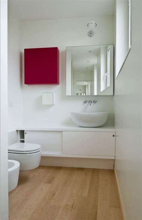 petite salle de bains  idees inspirantes pour votre