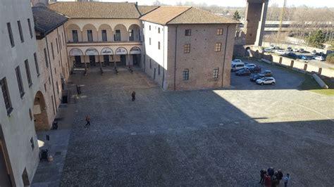 cortile palazzo farnese parcheggio vietato nel cortile di palazzo farnese
