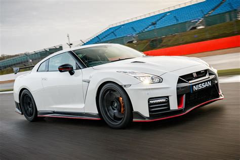 Nissan Gtr Picture by New Nissan Gt R Nismo 2017 Review Pictures Auto Express
