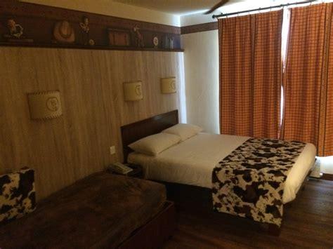 chambre hotel cheyenne nouvelles chambres du disney 39 s hotel cheyenne sur le thème