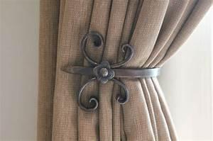 Embrasse Rideau Design : d co embrasse de rideaux en fer forge au motif fleur de lys stilisee ~ Teatrodelosmanantiales.com Idées de Décoration
