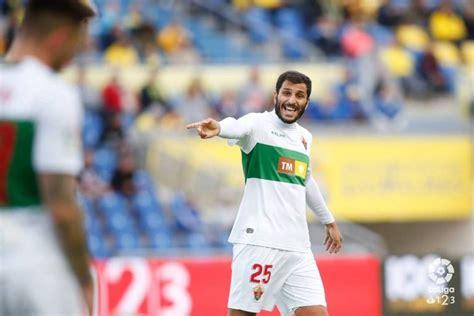Yacine Qasmi, firma por el Rayo Vallecano - Unión Rayo