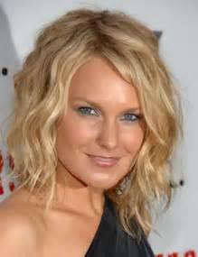 coupe de cheveux femme mi visage rond par coiffurefemme holidays oo - Coupe De Cheveux Visage Rond Femme
