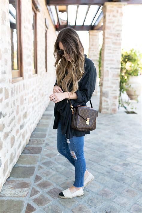 wear   weekend louis vuitton minimalist wardrobe  bag
