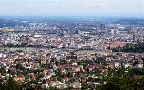 Komunë në austri (sq) ევროპული მარშრუტი e60 (ka); Datei:Panorama Linz vom Pöstlingberg 2017.jpg - LinzWiki