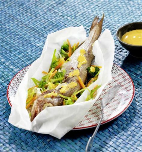 cuisiner le bar en papillote cuisiner poisson en papillote facilement avec nos recettes