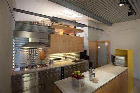 cuisine style loft une cuisine de style loft en bois et alu