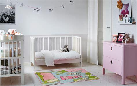 ikea deco chambre bebe chambre bébé avec petit lit blanc
