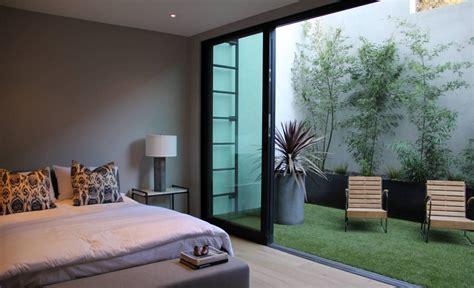 Hijaukan Rumah Dengan Dekorasi Rumput Sintetis  Rumah Dan