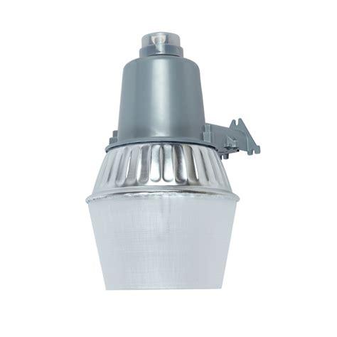 utilitech security light shop utilitech 70 watt silver high pressure sodium dusk to